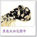 黑底大花圍巾.jpg
