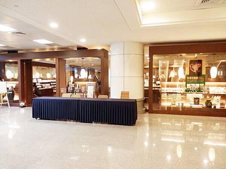 慈濟醫院台北分院一樓書店 (1).JPG