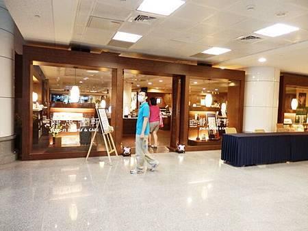 慈濟醫院台北分院一樓書店 (2).JPG