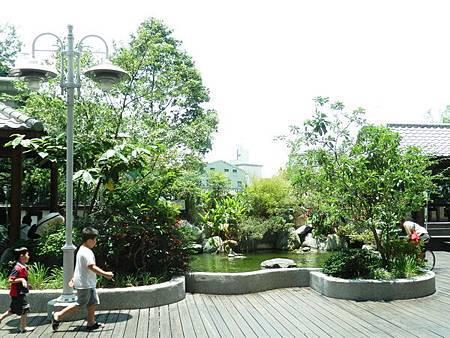 慈濟醫院台北分院五樓戶外景觀庭院 (3).JPG
