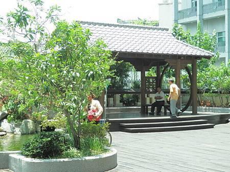慈濟醫院台北分院五樓戶外景觀庭院 (4).JPG
