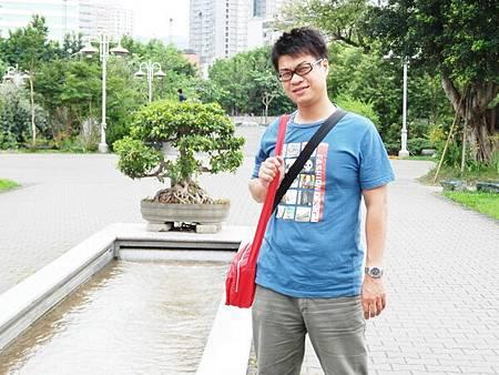 慈濟醫院台北分院外面的公園 (3).JPG