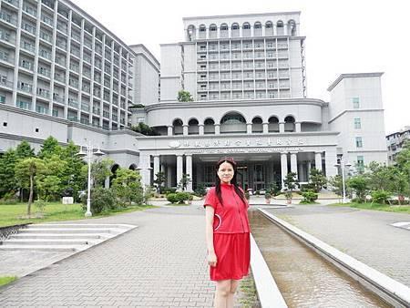 慈濟醫院台北分院外面的公園 (5).JPG