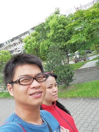 慈濟醫院台北分院外面的公園 (7).JPG