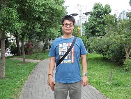 慈濟醫院台北分院外面的公園 (12).JPG