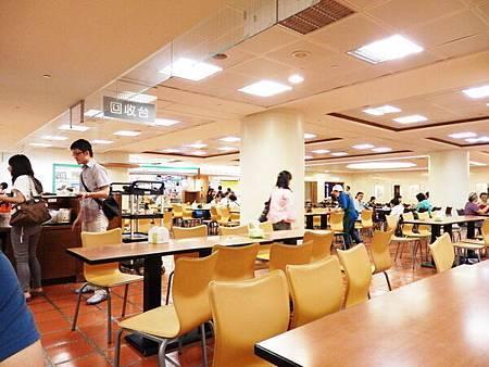 慈濟醫院台北分院地下一樓美食街 (2).JPG