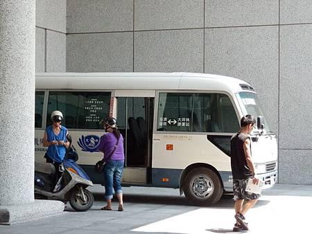 慈濟醫院台北分院接駁車.JPG