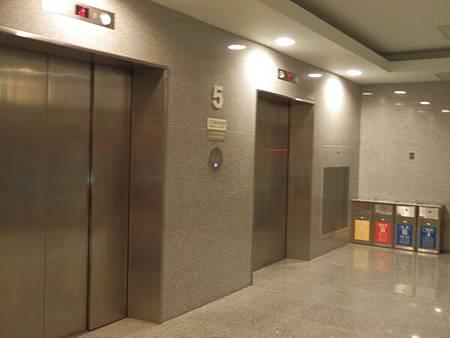 慈濟醫院台北分院電梯 (1).JPG