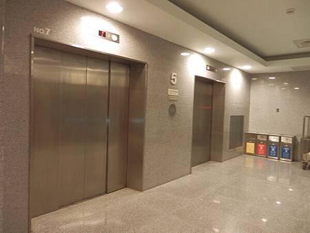 慈濟醫院台北分院電梯 (3).JPG