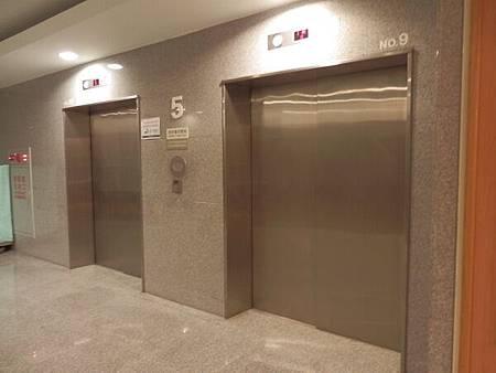 慈濟醫院台北分院電梯 (2).JPG
