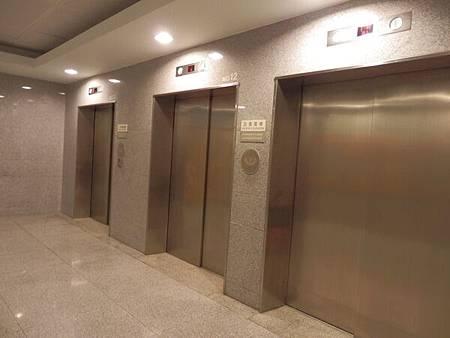 慈濟醫院台北分院電梯 (4).JPG