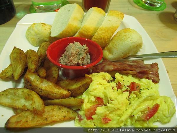培根蕃茄炒蛋早午餐