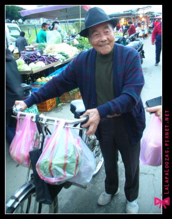 他說他的腳踏車很有歷史喔
