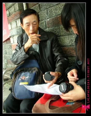 他送了兩顆相機鏡頭給小公主