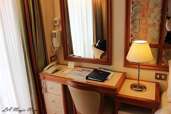 room1 (Custom).JPG