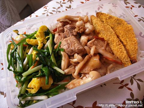 便當菜:沙茶白菇雞丁、韭菜炒蛋、香酥柳葉魚