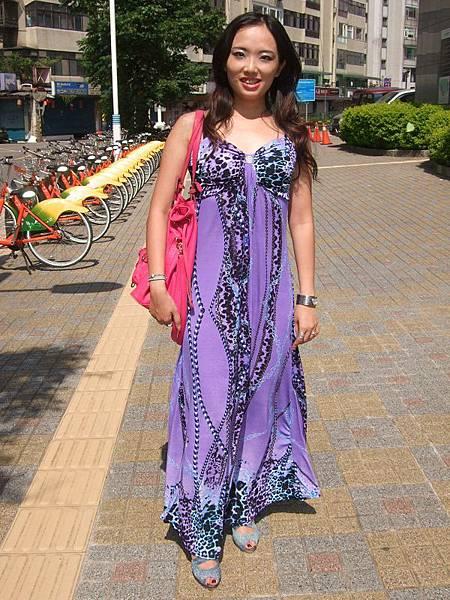 紫色豹紋鏈條圖樣長洋裝穿搭1