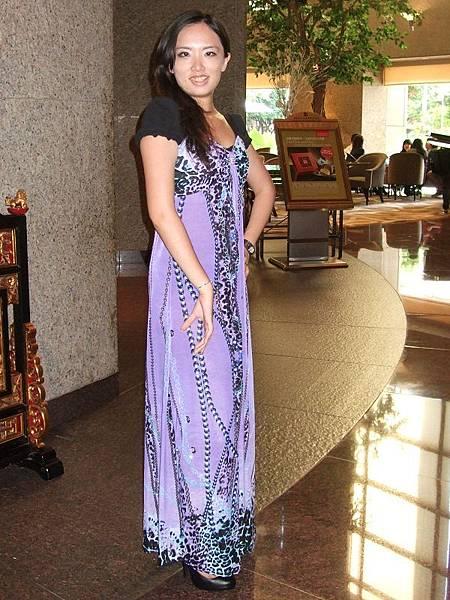 紫色豹紋鏈條圖樣長洋裝穿搭2