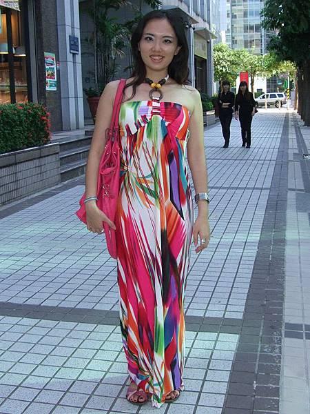 彩色線條圖樣長洋裝穿搭1