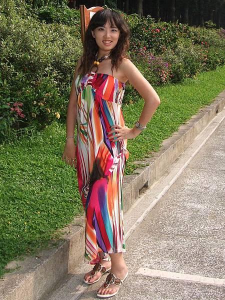 彩色線條圖樣長洋裝穿搭2