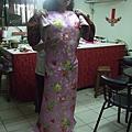 111208榮一旗袍換布料