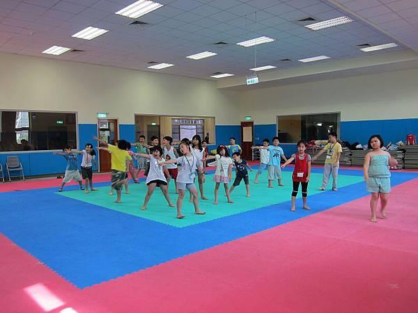 120727萬華運動中心超級小健將暑期營隊非洲舞第二梯 (6)