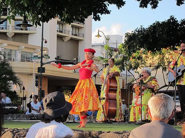 120621 Kuhio Beach Hula Show (9)