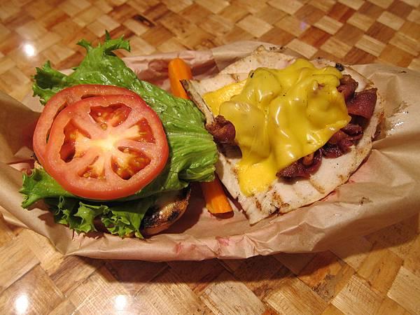 131208 Kua Aina Sandwich Shop (8)