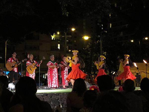 131214-5 Kuhio Beach Park Hula Show (3)