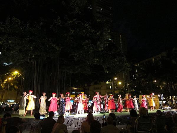 131214-5 Kuhio Beach Park Hula Show (5)