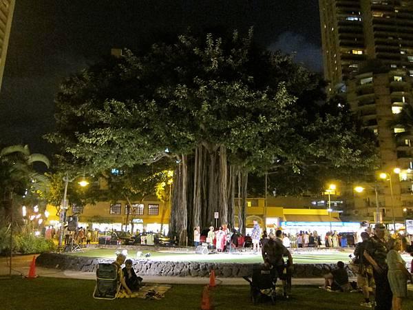 131214-5 Kuhio Beach Park Hula Show (7)