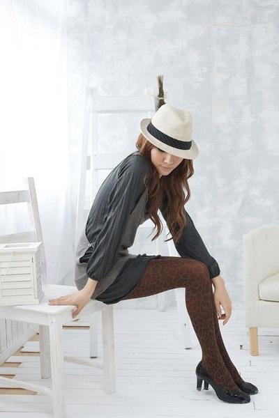 美娜斯圖案褲襪-咖啡豹紋