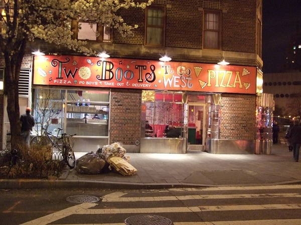 090415 Two Boots pizza