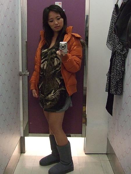 lativ橘色超輕量羽絨外套穿搭四