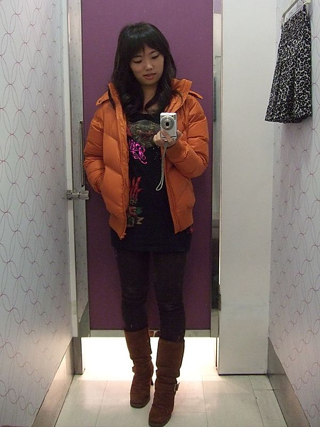 lativ橘色超輕量羽絨外套穿搭一