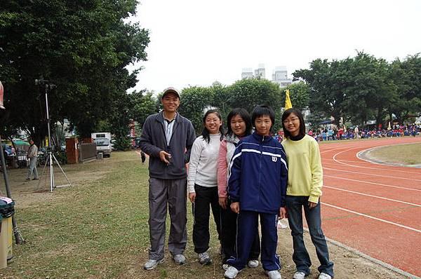 與學姊們的合照.JPG