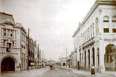 右邊是台北電話交換所,左邊角間是松田繁義開設的松田齒科醫院