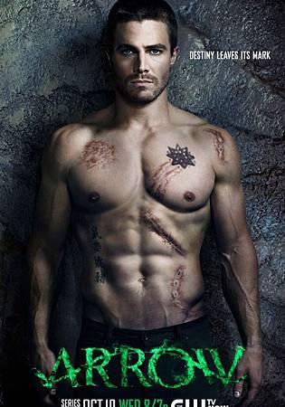 美劇《綠箭俠》近日曝光了最新的宣傳海報,海報中的男主角斯蒂芬·阿美爾半裸上陣,大秀六塊腹肌,性感無比。