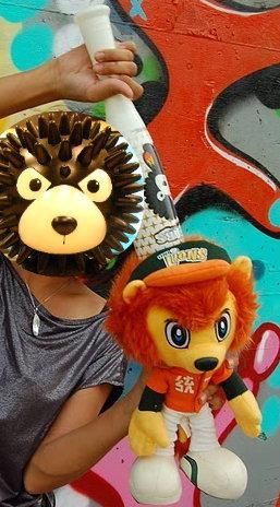19.黑熊殺獅