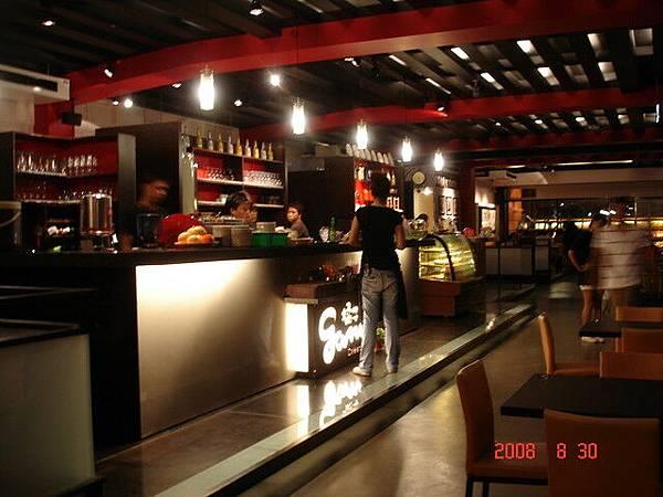 餐廳內部很寬敞