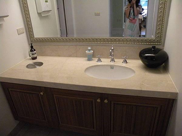 廁所外的洗手台