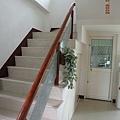 往樓上的樓梯