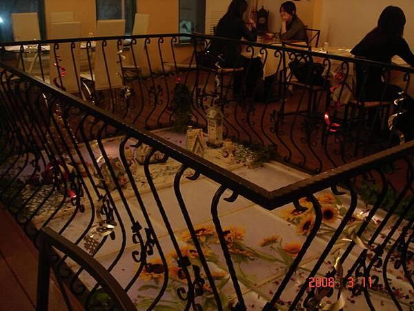 二樓用餐區中間的小用心裝飾