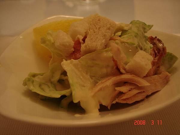 有西瓜 生菜和鮪魚的樣子