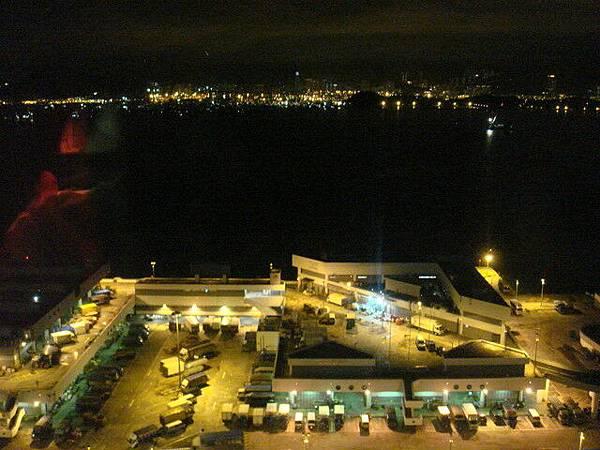 海景房喔  晚上的港口
