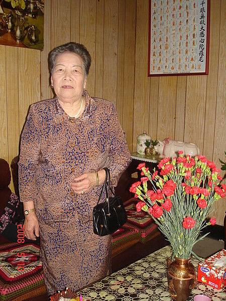 外婆自己要求再照一張全身照呢