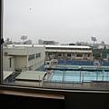 外面有游泳池