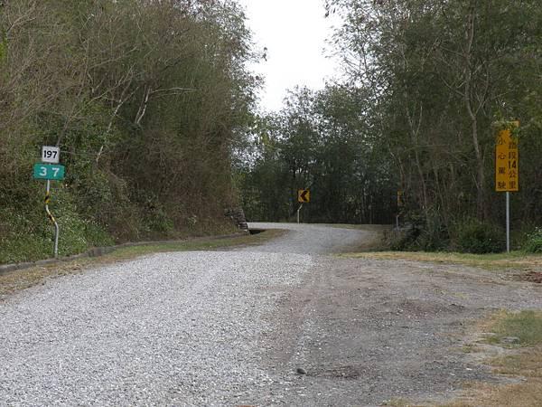 恐怖的197道14公里碎石頭路