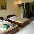 房間是兩小床(其實一張床也是可以睡兩個人)