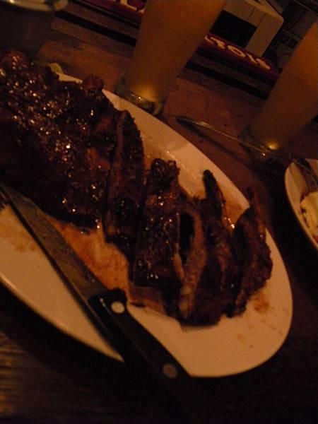 很大的豬肋排
